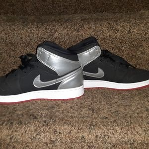 Boys Nike Air Jordan 1 Mid Sneakers